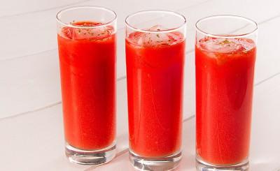 Centrifugato di pomodori alle erbe aromatiche