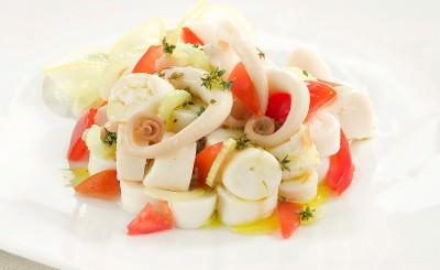 Insalata di polpo con sedano e pomodorini