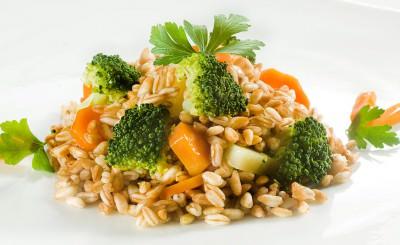 Insalata di farro con verdure al vapore