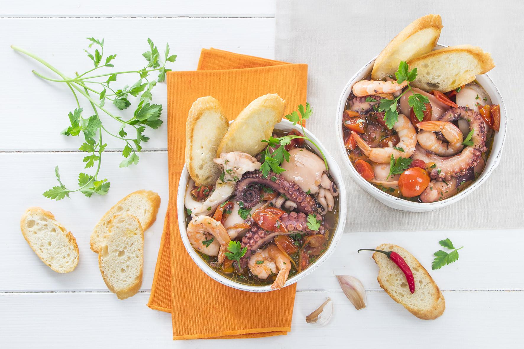 Guazzetto di pesce con crostini
