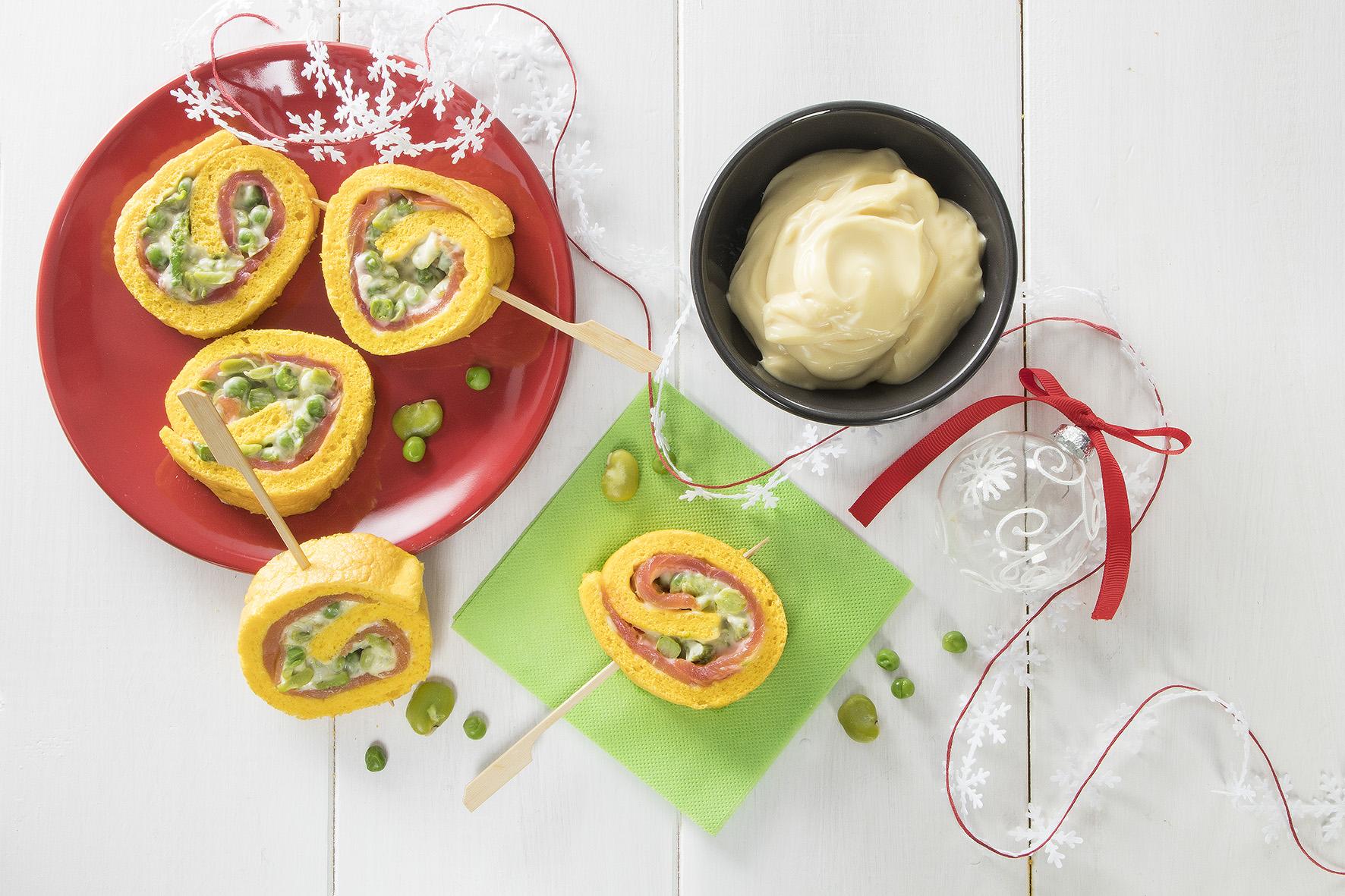 Rotolo di pasta salata con salmone e verdure