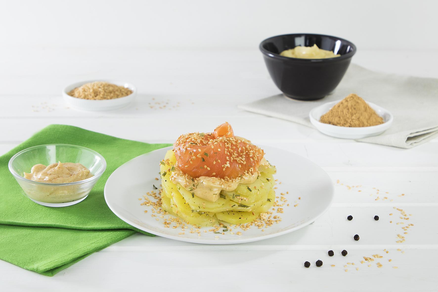 Insalata di patate con erba cipollina e salmone con maionese allo zenzero