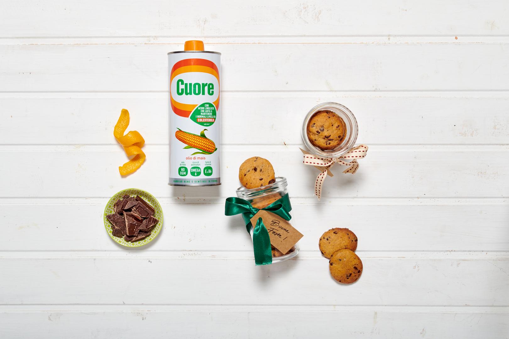 Biscotti integrali al cioccolato fondente, Olio Cuore e arancia